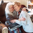 O pensionară din Irlanda și-a găsit mama biologică după mai bine de 60 de ani de căutări. Reacția femeii de 103 ani când și-a văzut fiica abandonată / FOTO&VIDEO