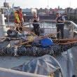 Un imigrant și-a făcut o plută din sticle, lemne și ghivece ca să ajungă în Marea Britanie. Unde a fost prins / FOTO&VIDEO