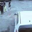 A dat cu mașina peste doi copii. Încerca să facă o fotografie în momentul accidentului
